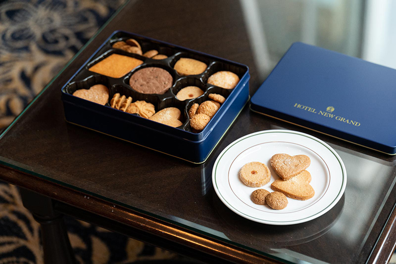 画像: どれを食べようか、皿に並べる時間も贅沢