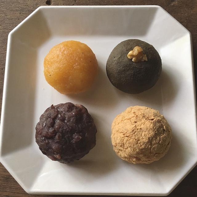 画像: おはぎ。こしあんきなこ、ほうじ茶あんくるみ、粒あん雑穀米、赤レンズ豆あん