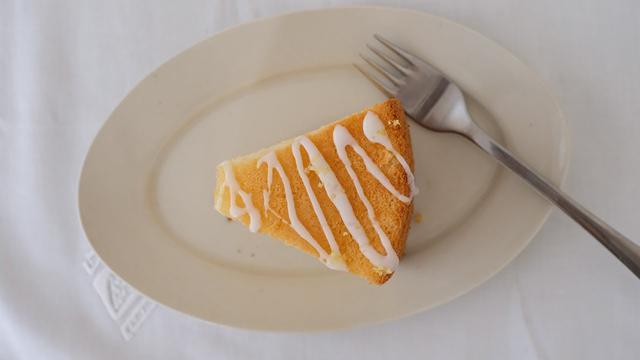 画像: はなのお菓子|米粉のはちみつレモンシフォンケーキをつくる|天然生活web youtu.be