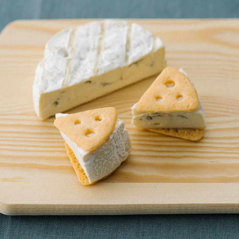 画像: ブルーチーズを贅沢に挟んで食べても。
