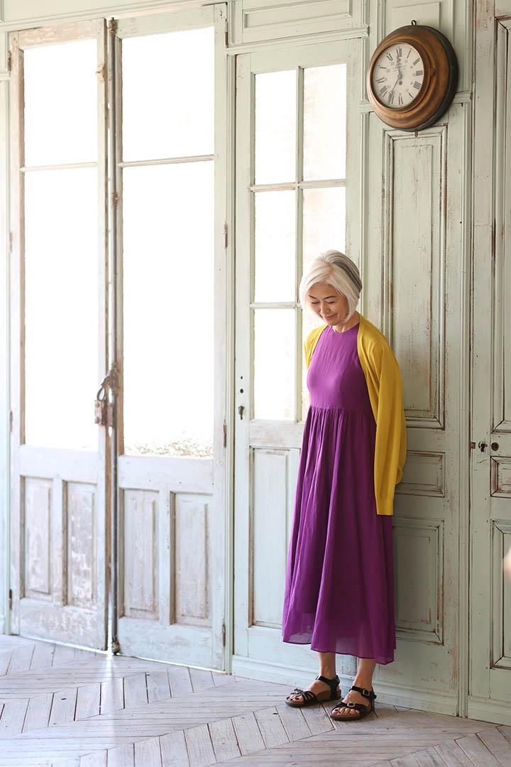 画像: 装いの彩りは、ユニクロのきれい色カーディガン