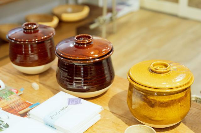 画像: 伊賀の作家、山本忠正さんの「炊飯土鍋」は、伊賀の陶土でつくったもので人気のある品