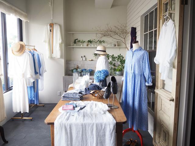 画像: Daja(ダジャ)の初夏の店内の様子。ホワイトとブルーをキーカラーに爽やかな雰囲気でディスプレイしています