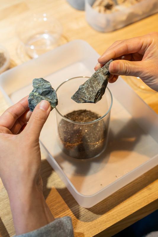 画像: 石を置くと景色のイメージがより明確になってきます