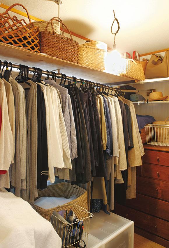 画像: 真夏用の半袖と真冬用の厚いニット類は入れ替えるものの、そのほかは、ほぼオールシーズン着まわすアイテムばかり