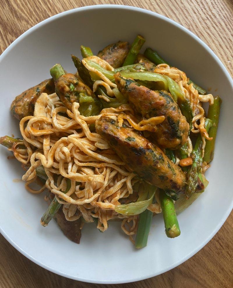 画像2: 冷たい麺料理で食べるのがおすすめの「干し豆腐」