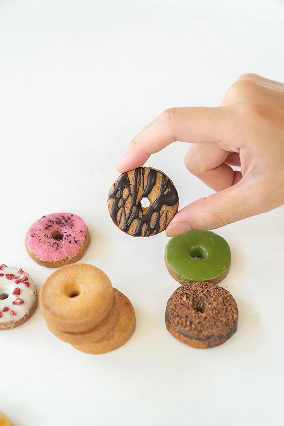 画像2: koé donuts クッキー缶 1,620円