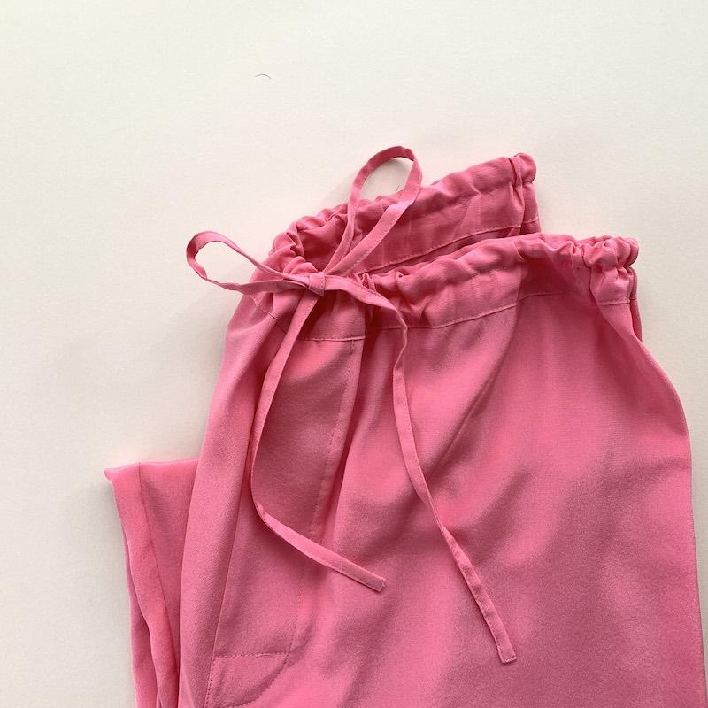 画像: 「ミディアム」のピンクのシルクパンツ。これを皮切りにイエローのシルクパンツも買っちゃった!