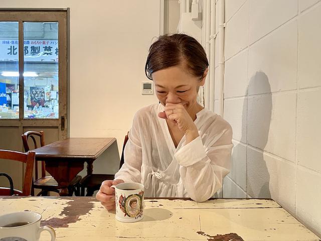 画像: 友人と朝活。白いカシュクールのトップスは「ワンダフルライフ」のもの。ちなみにパスタを食べに行く日は白は着ない。悲しい目にあうからね