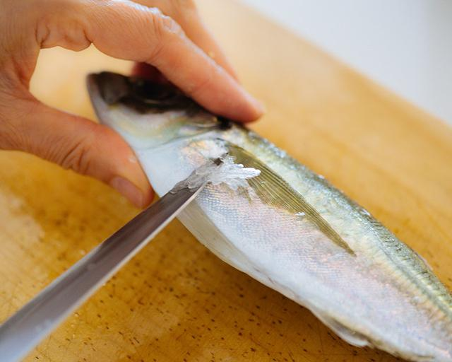 画像1: あじの下処理(煮魚用)