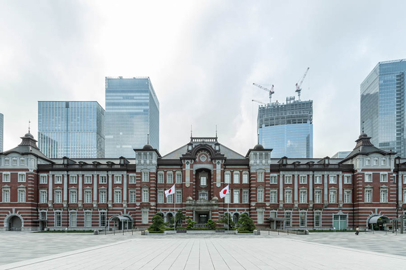 画像: 実は南に長く、左右非対称な東京駅舎外観。この中に位置する東京ステーションホテル