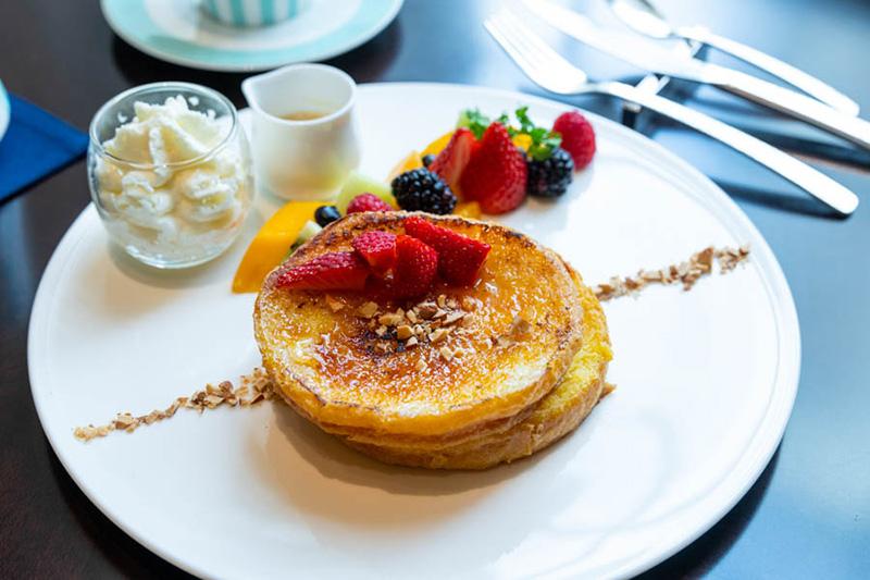 画像: 「フレンチトースト」コーヒーまたは紅茶付きのセットで、3,500円(消費税・サービス料込み)