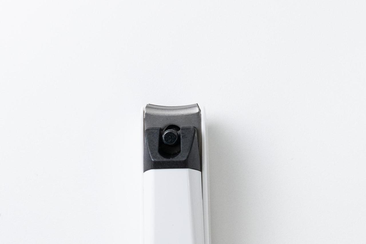 画像: カーブ刃は、簡単にきれいな丸みをつけて爪を整えることができる