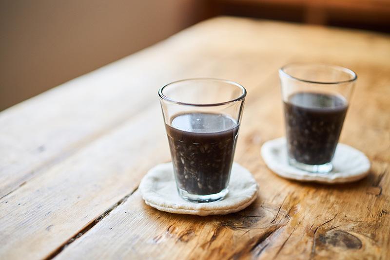 画像2: のど越しさっぱりの「黒い甘酒」と「黒麹甘酒とヨーグルトのスムージー」