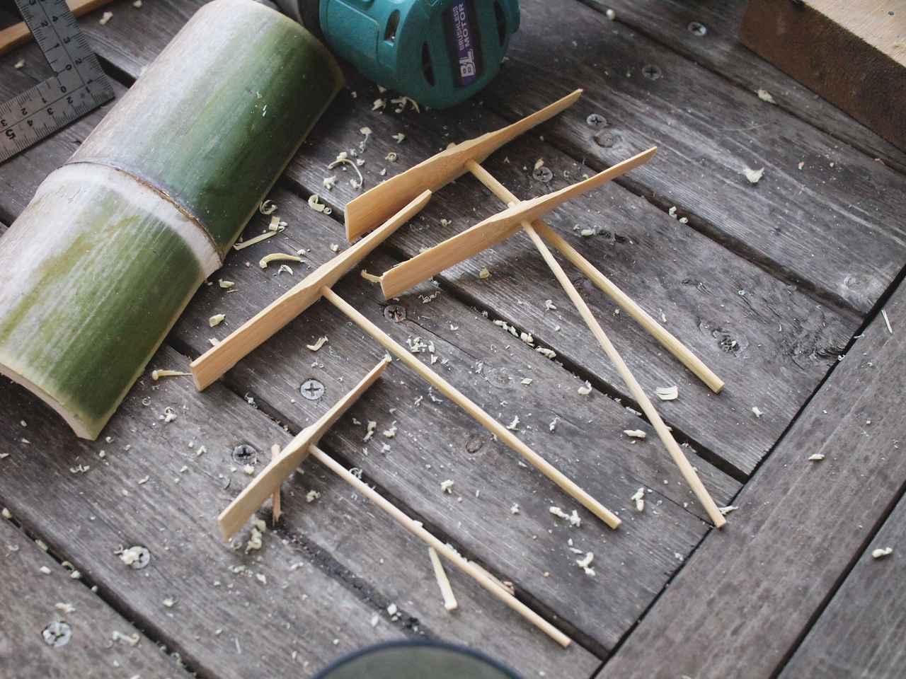 画像: パパから小刀の使い方を教わり、上達してきた息子
