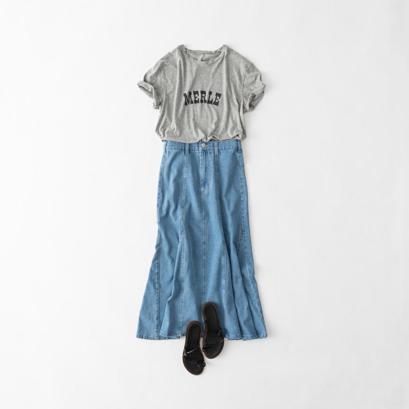画像: 裾に向かってボリュームが出るスカートでのコーディネート例(すべて、スタイリスト私物)
