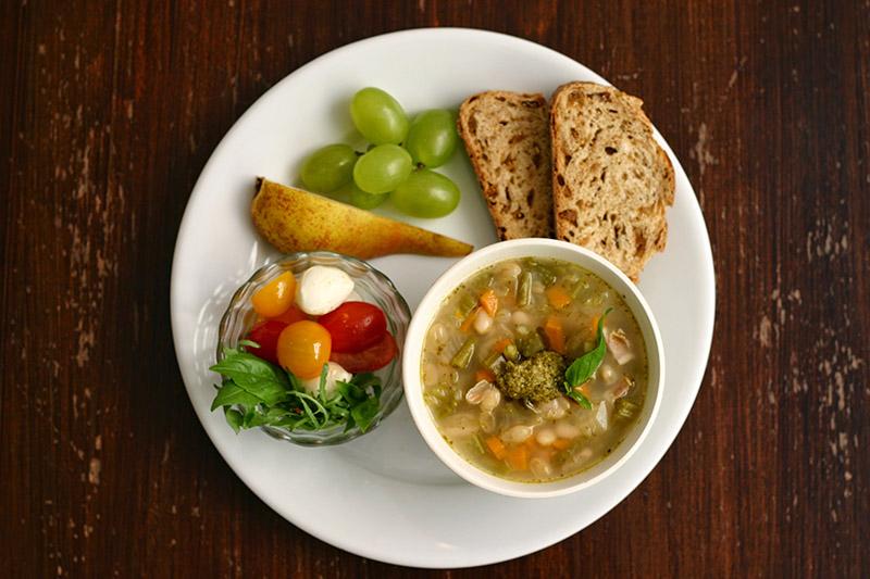 画像: たっぷり野菜のスープでひと皿レシピ