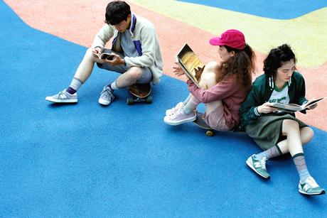 画像5: 小学校の校庭でピクニック