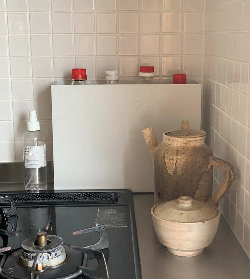画像2: 出しておくとごちゃごちゃする、しまうと使いづらい台所の調味料入れに