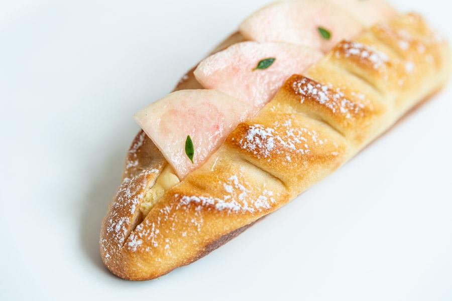 画像: パンはぎゅっと目が詰まったヴィエノワ生地で、口溶けよく心地いい