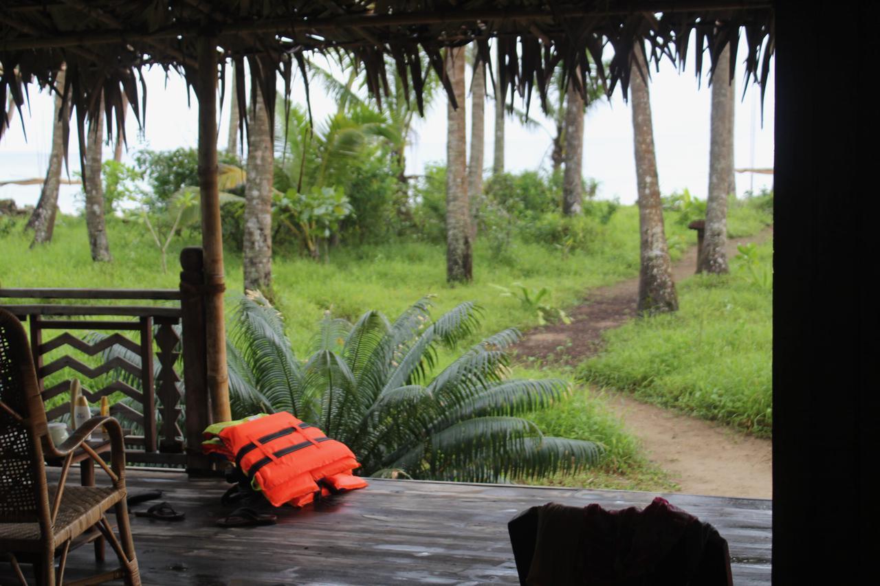 画像: 部屋の前がもうビーチ。テラスに座って、海を眺めることもできます