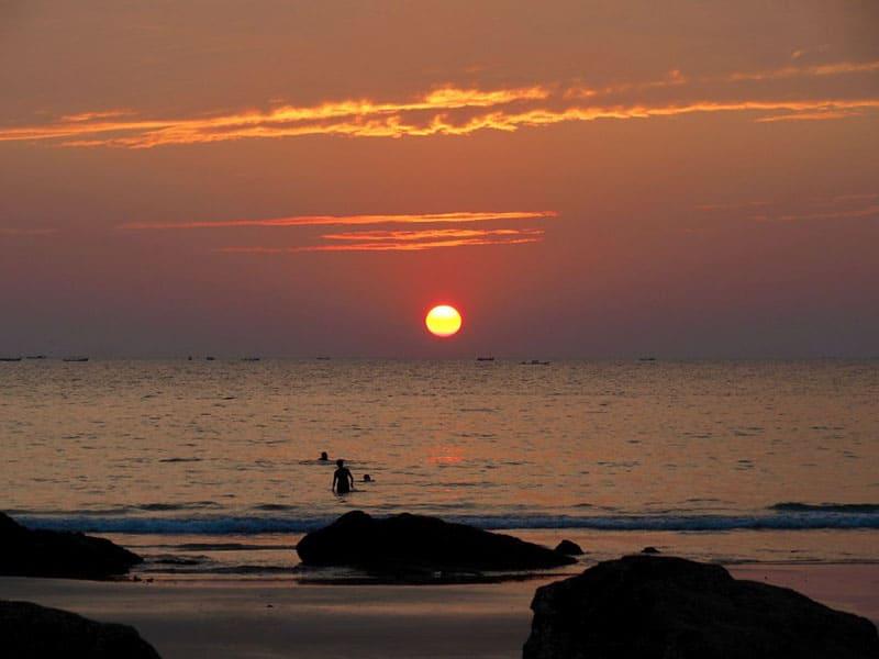 画像: ガパリビーチの美しいサンセット