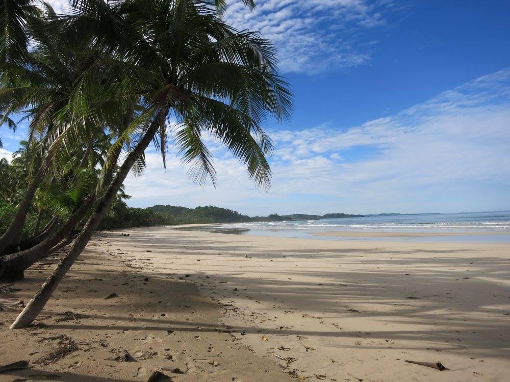 画像: どこまでも広がるアラカンの静かで美しい海