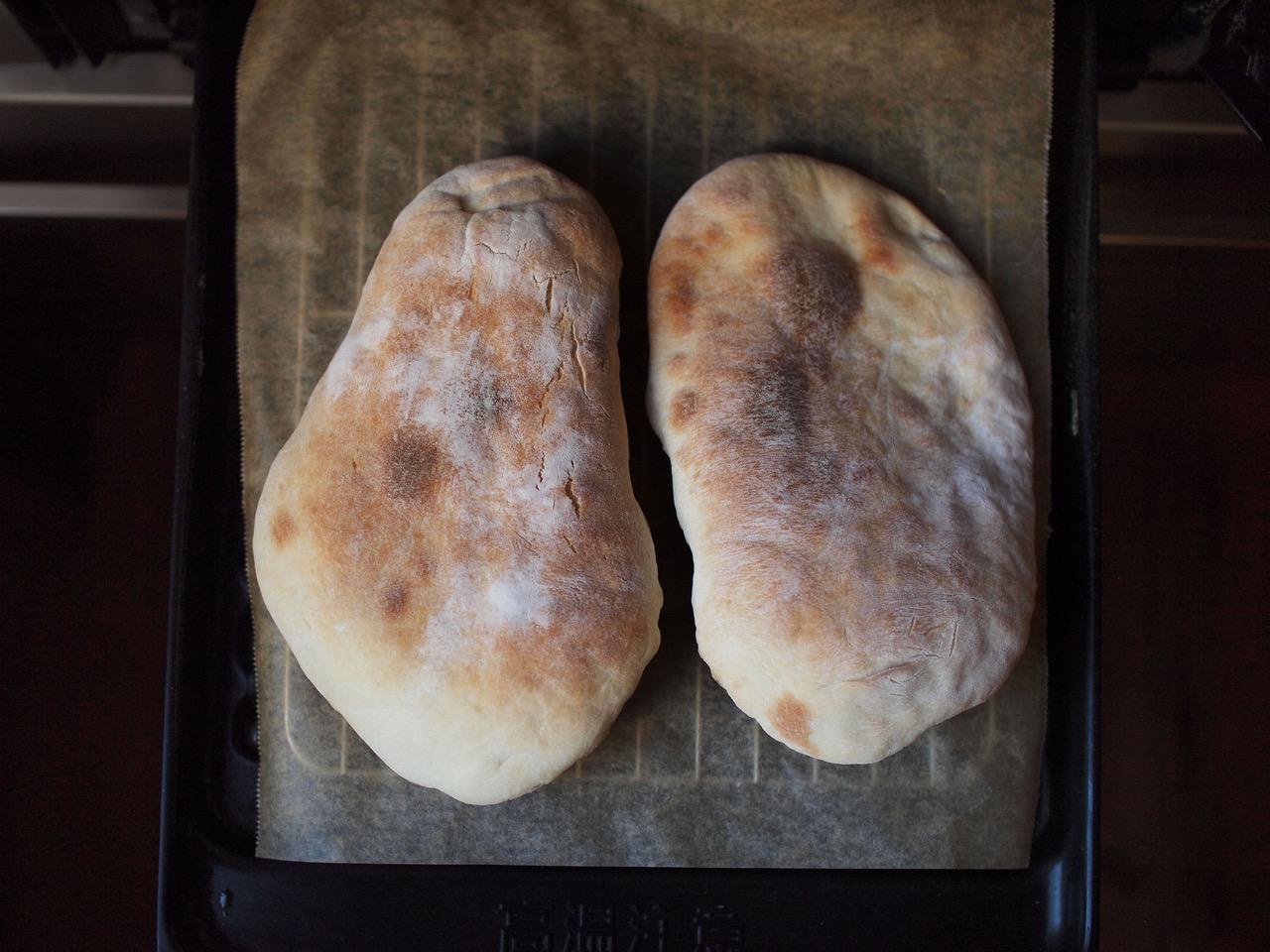 画像: ナンも練習中。魚焼きグリルで数分で焼けます。まだまだ修行が足りない