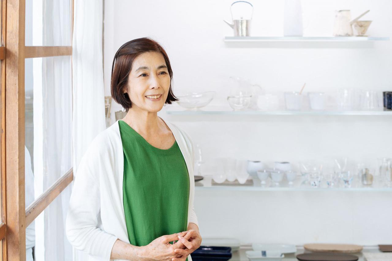 画像: 店主の島田洋子さん。上品ななかにも可愛らしさが垣間見える素敵な方です