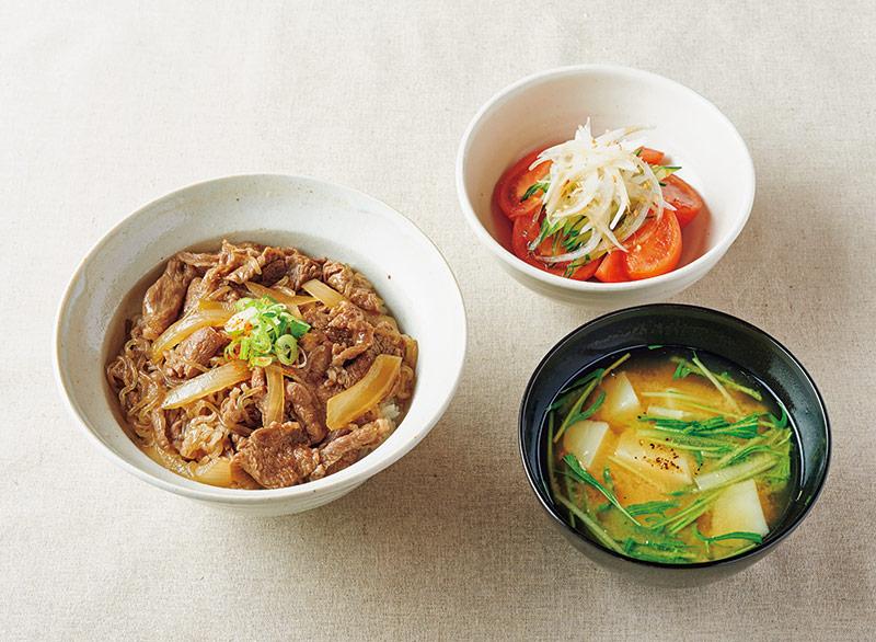 画像: 左から時計回り:牛丼/新玉ねぎとトマトのさっぱりサラダ/水菜とじゃがいもの味噌汁