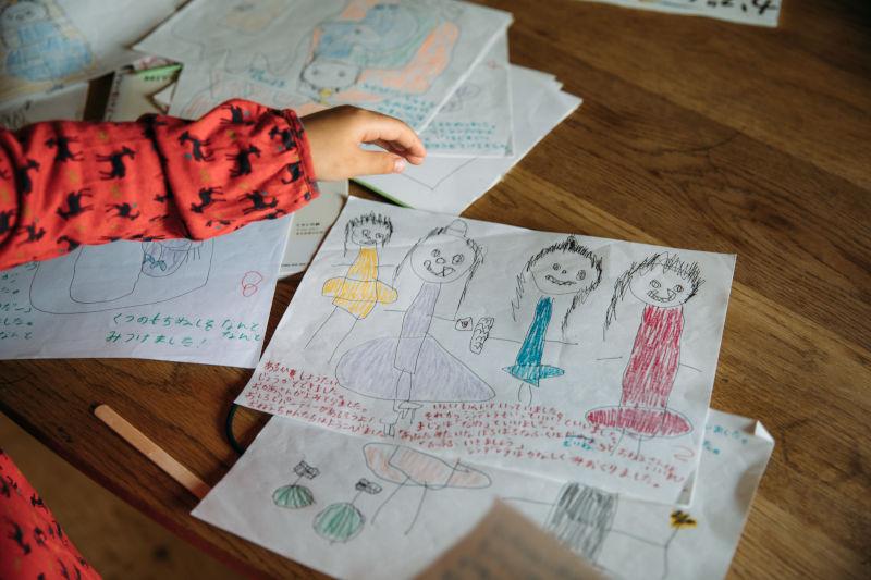 画像: 長女はセキさん顔負けのお描き上手。写真は話も絵も彼女の自作の絵本