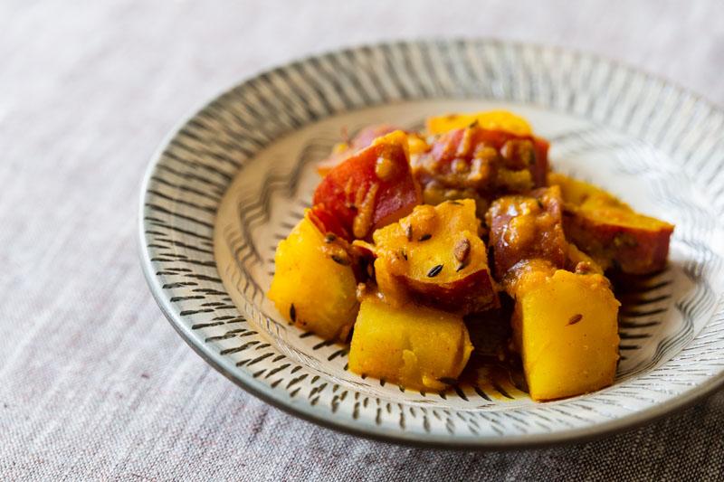 画像: マバニ家の「サツマイモと白ゴマの蒸し煮」のつくり方