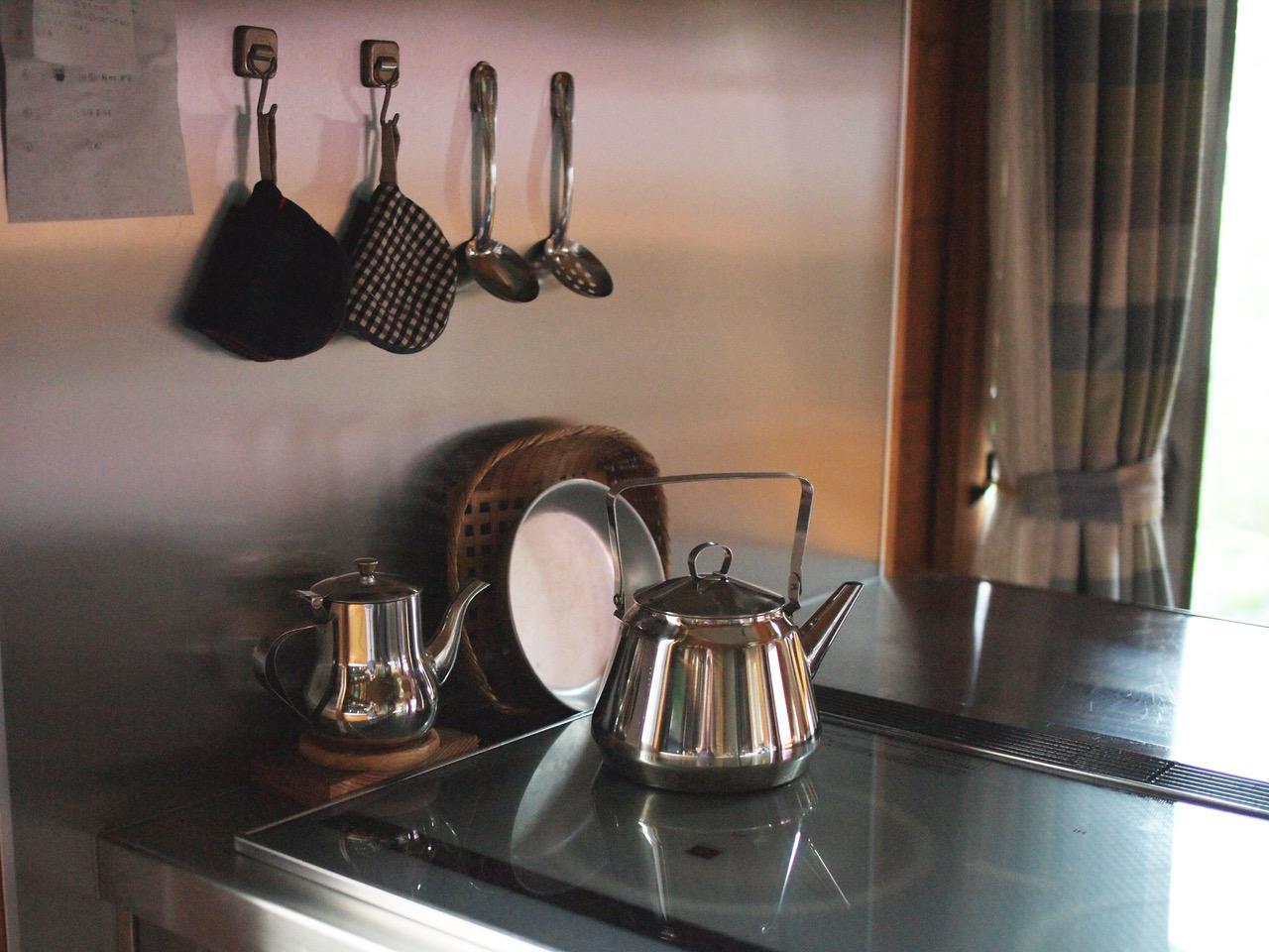 画像: 大好きな映画「かもめ食堂」にも出てくるOPAケトル。お気に入りの道具のひとつ