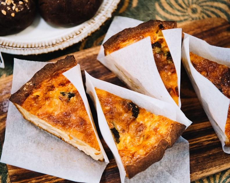 画像: 一日に出るパンは20~30種類ほど。サンドイッチやキッシュもあります