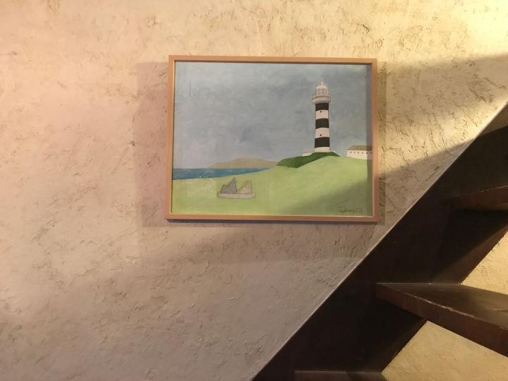 画像: 「草と本」にはダイモンさんの作品も飾られる。植物や道具、うさぎ、風景など、日常の中でふれてきたものがモチーフの中心