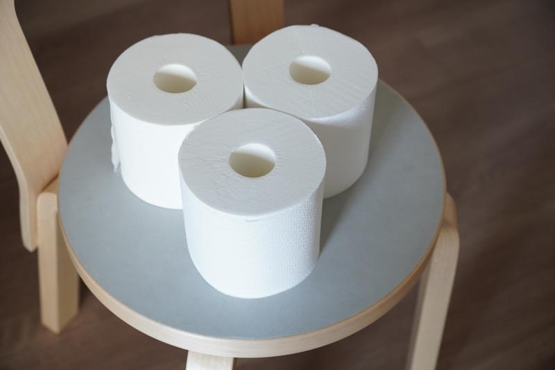 画像: トイレットペーパーは長持ちのものを。省スペースにも◎