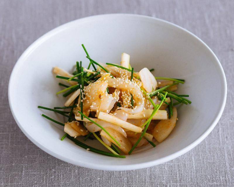 画像: 梨とイカの韓国風おさしみサラダのつくり方