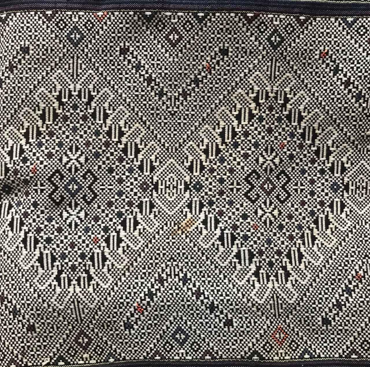 画像: 手織りで表現される美しい柄の世界に引き込まれます