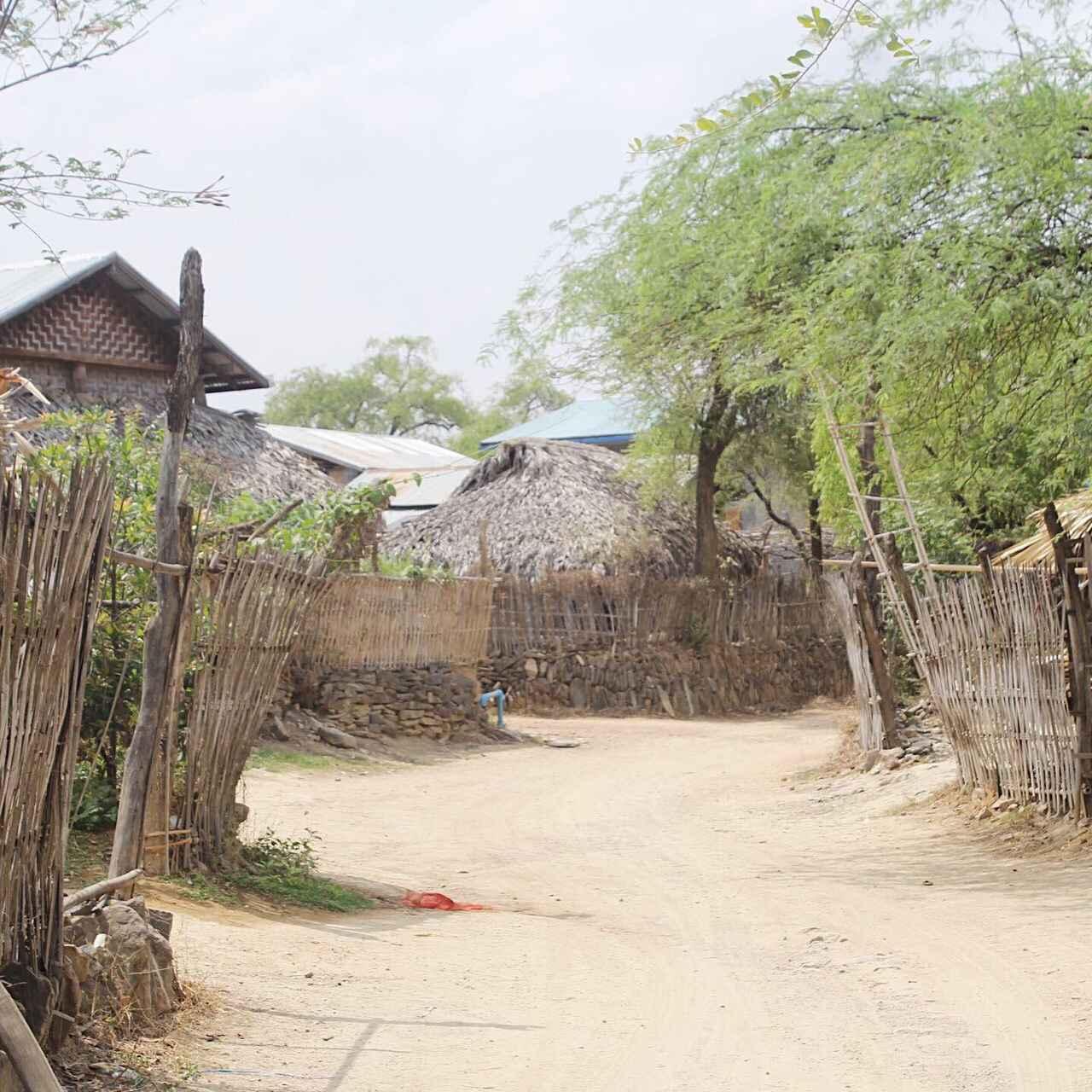 画像: 静かで穏やかな村の風景