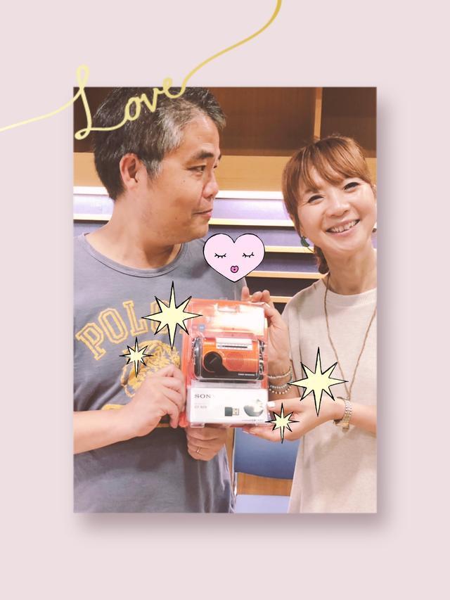画像: プレゼントは 災害時にもお役立ちの「手回し充電ラジオ」