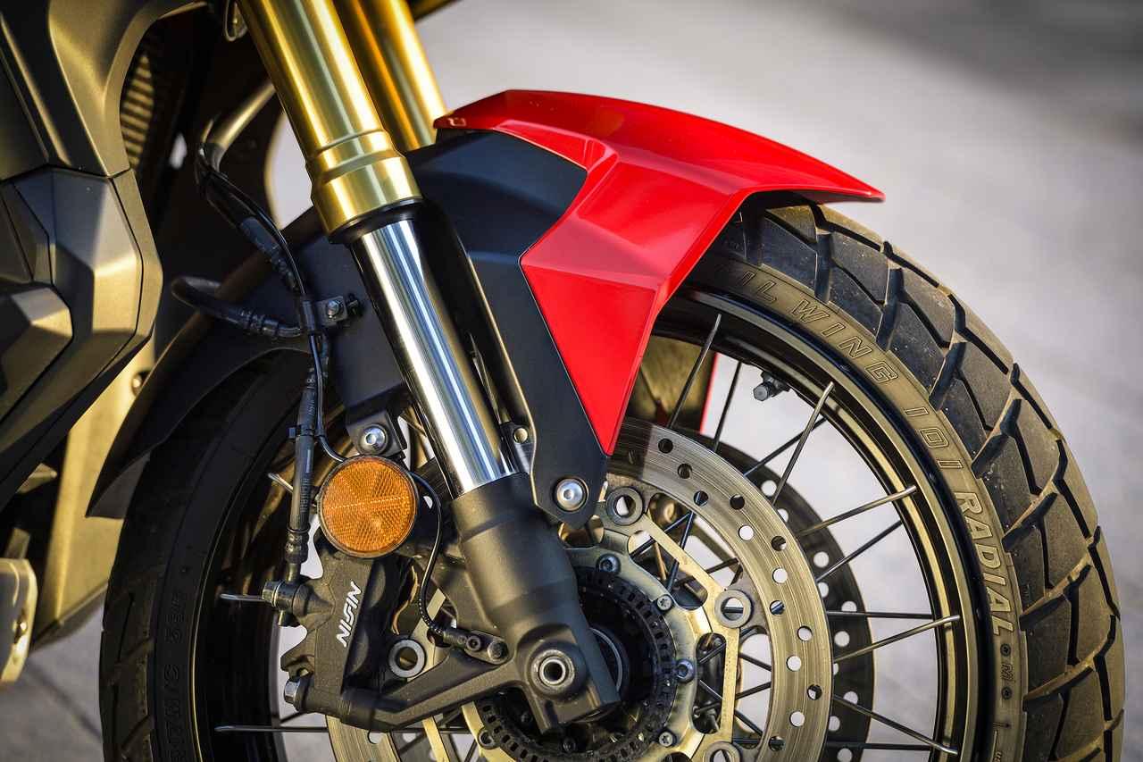 画像: Φ41mmの倒立フォークにスポークホイールの組み合わせが勇ましい。ブレーキシステムはアフリカツインと同じです。ABS標準装備。