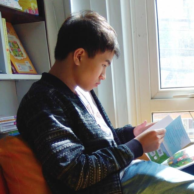 画像: Rồng Phạm ベトナムのイラストレーター。 自身でも90年代から2000年代のモデルのカブを愛用。