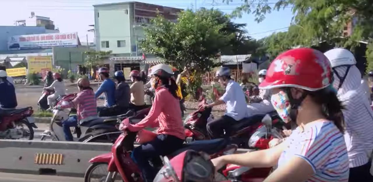 画像: ベトナムではバイクのことを「Honda」と呼ばれているそうです。 youtu.be