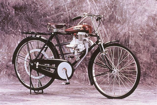 画像: 太平洋戦争終結後間もない時代に作られた、1947年完成のホンダA型。 www.honda.co.jp