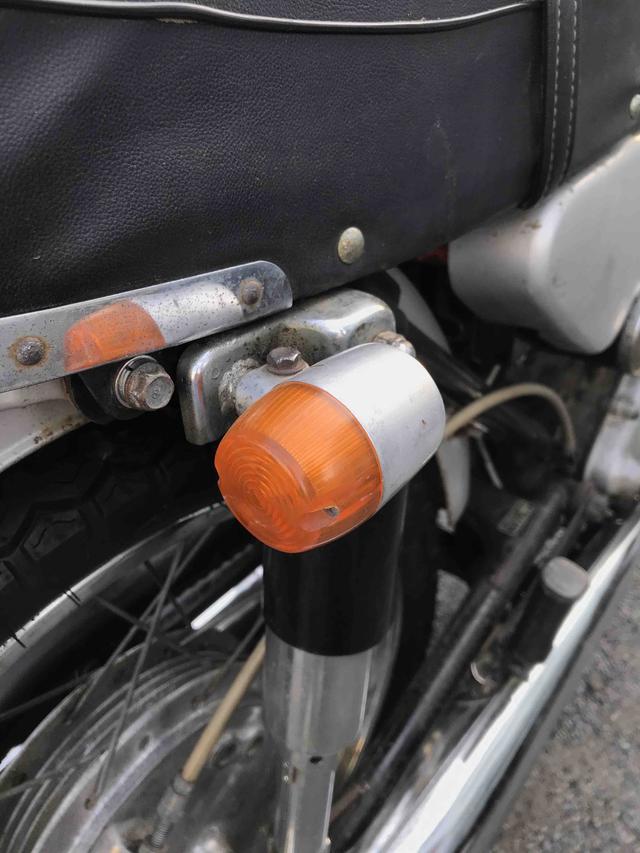 画像: ホンダCB125(CB93)の純正ウィンカー。これが1965年からCB72にも標準で使われるようになります。