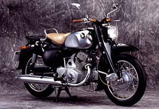 画像: ホンダ初の2気筒車のドリームC70(250cc、1957年)は、初めて「C」と排気量レンジの数字を組み合わせた車名に用いたモデルでもありました。 www.honda.co.jp