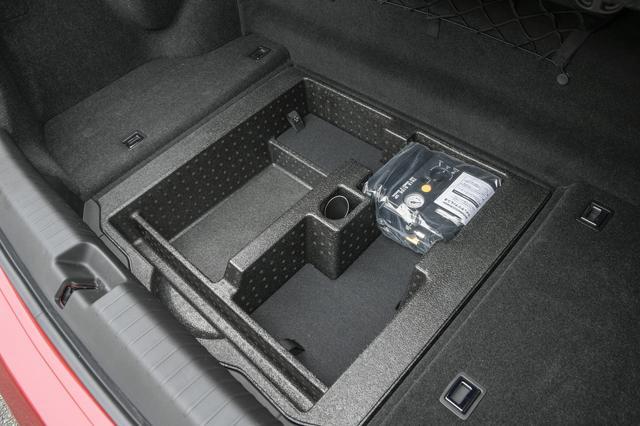 画像: トランクルーム容量はIPUの小型化により従来の401Lから13L拡大し414Lに。さらにパワートランクとなった。