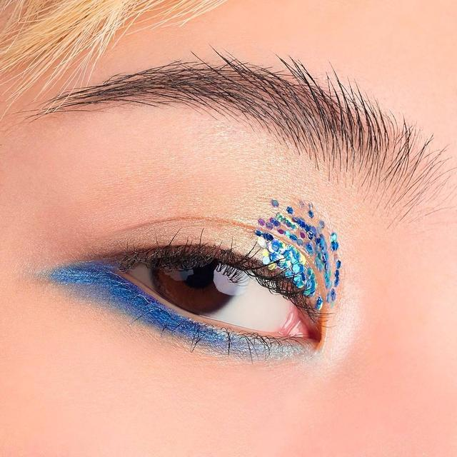 "画像1: shu uemuraさんはInstagramを利用しています:「Feeling adventurous with a dash of electric blue on the lower lash line using drawing pencil in ""M royal blue 63."" #shuuemura #シュウウエムラ…」 www.instagram.com"