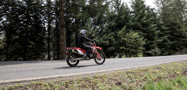 画像: 公道でCRF450系のパフォーマンスが楽しめるって素敵です! powersports.honda.com