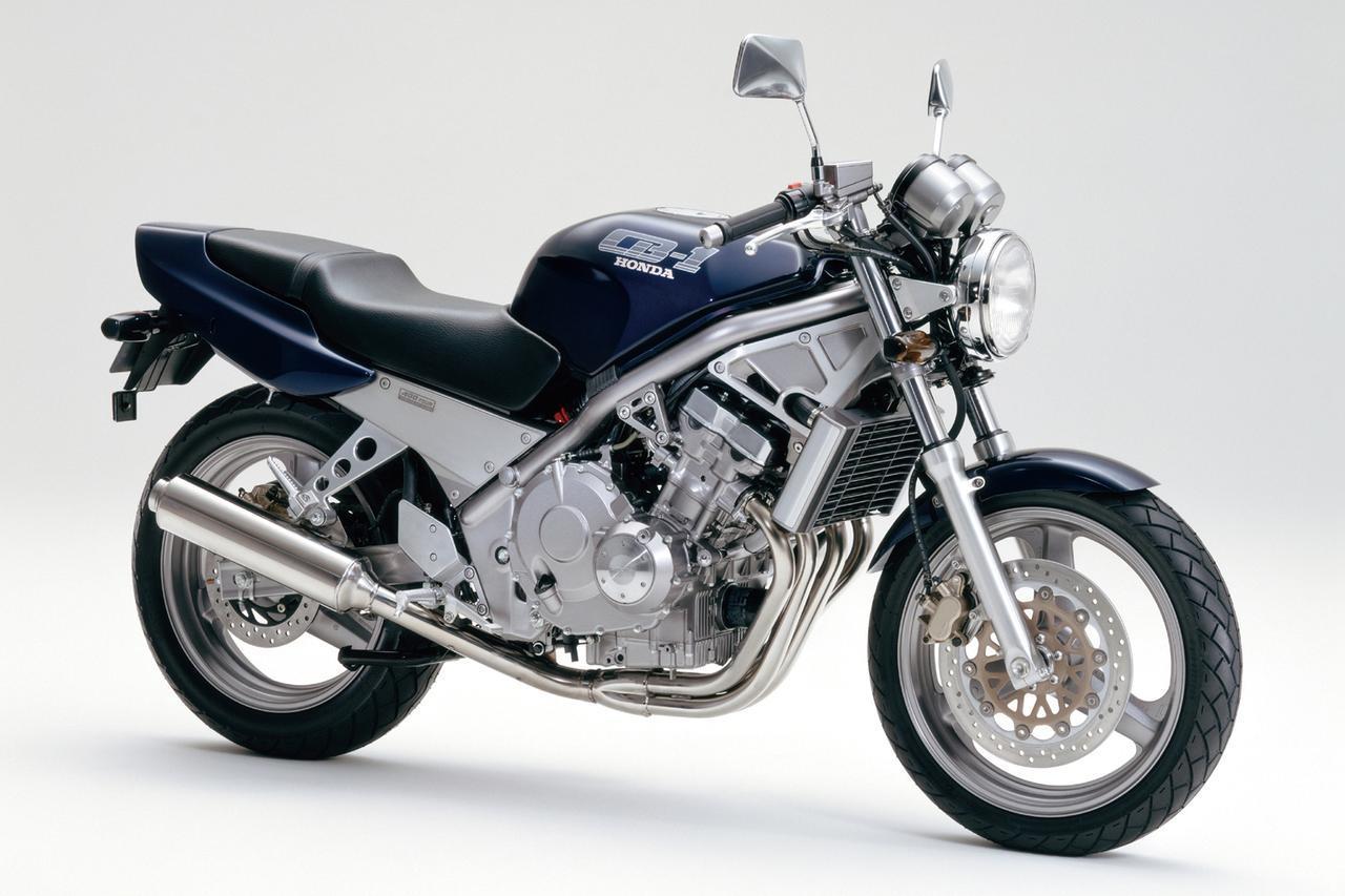 画像: CB-1(1989) 低中速向けのモディファイを加えた88年型CBR400RRベースのカムギアトレーンエンジンを、鋼管製ダイヤモンドフレームに搭載したネイキッドモデル。優れた性能を備えていたが、前衛的なデザインのためか短命に終わった。